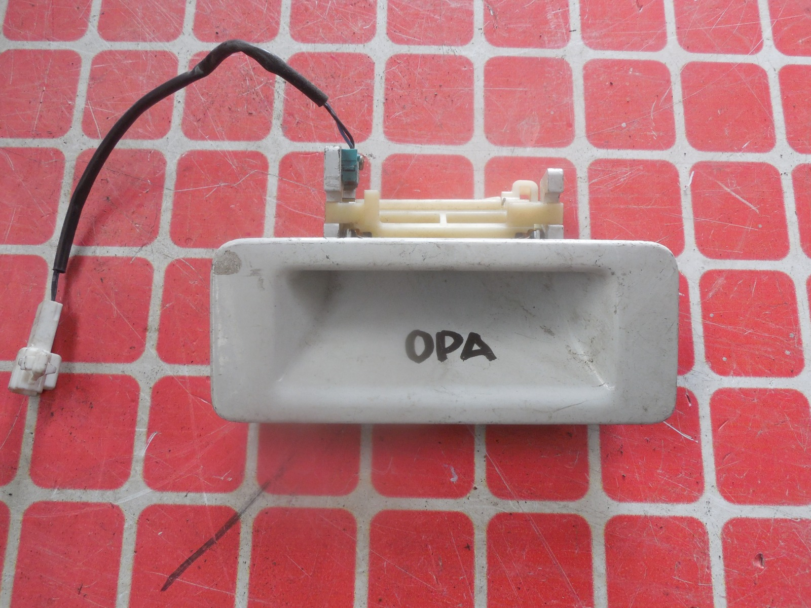 Ручка двери багажника Toyota Opa ACT10 (б/у)