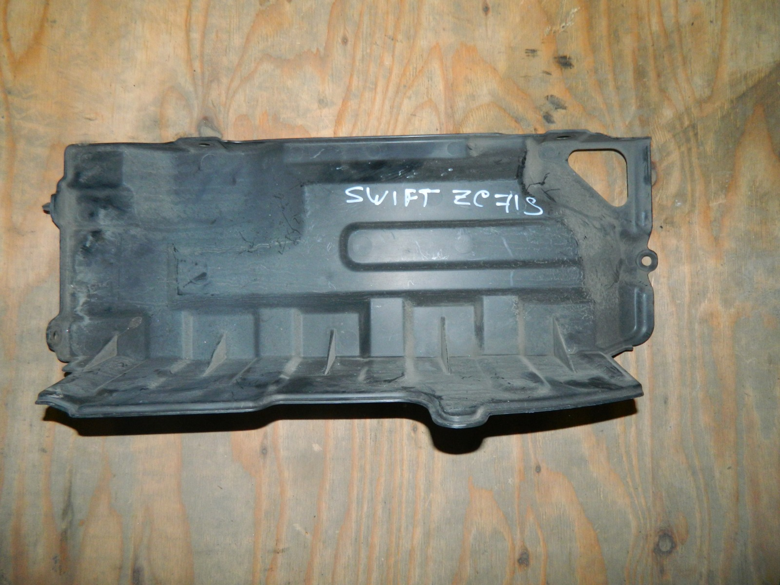 Защита радиатора Suzuki Swift ZC71S правая (б/у)