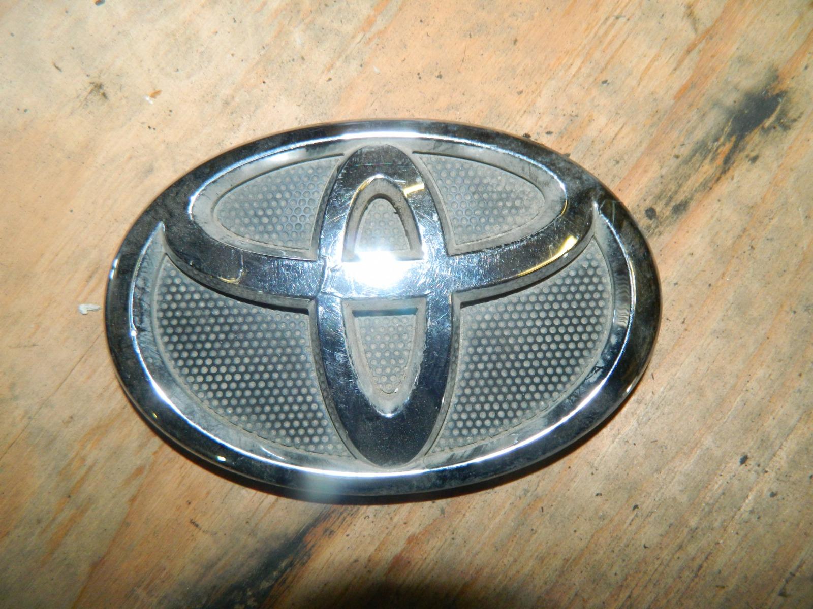 Эмблема Toyota Camry ACV40 передняя (б/у)