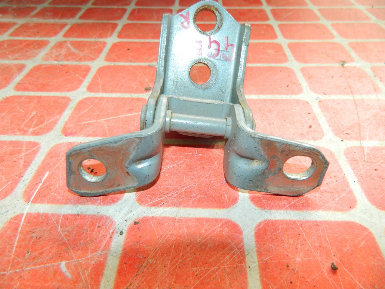 Петля двери Mazda Atenza GGEP передняя правая (б/у)