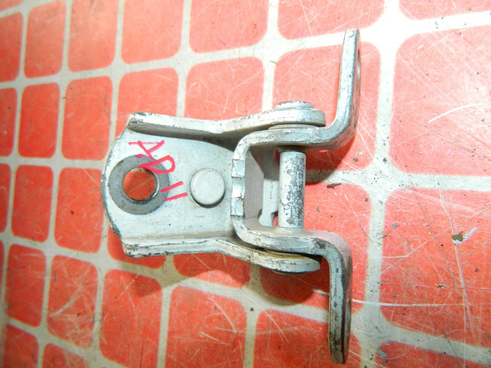 Петля двери Nissan Ad Y11 передняя левая (б/у)