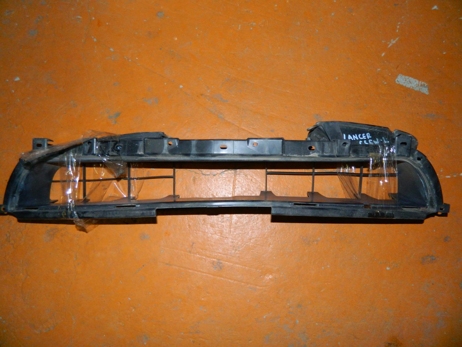 Вставка в бампер Mitsubishi Lancer CS5W (б/у)