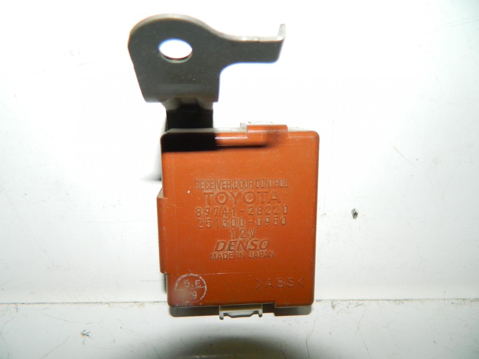 Блок управления дверьми Toyota Estima ACR40 (б/у)