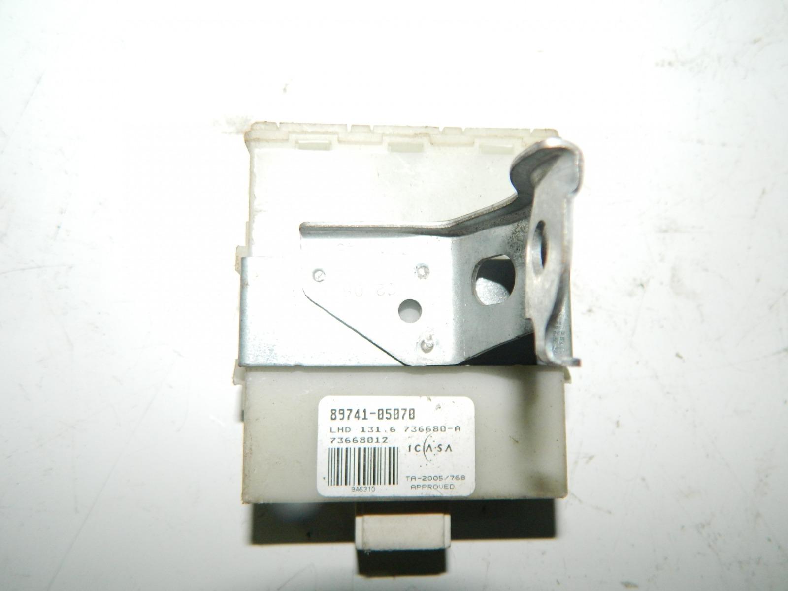 Блок управления центральным замком Toyota Avensis AZT250 (б/у)