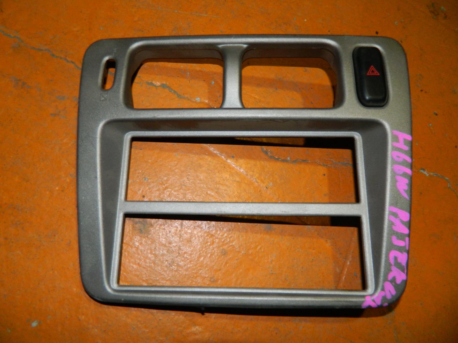 Рамка магнитолы Mitsubishi Pajero Io H66W (б/у)