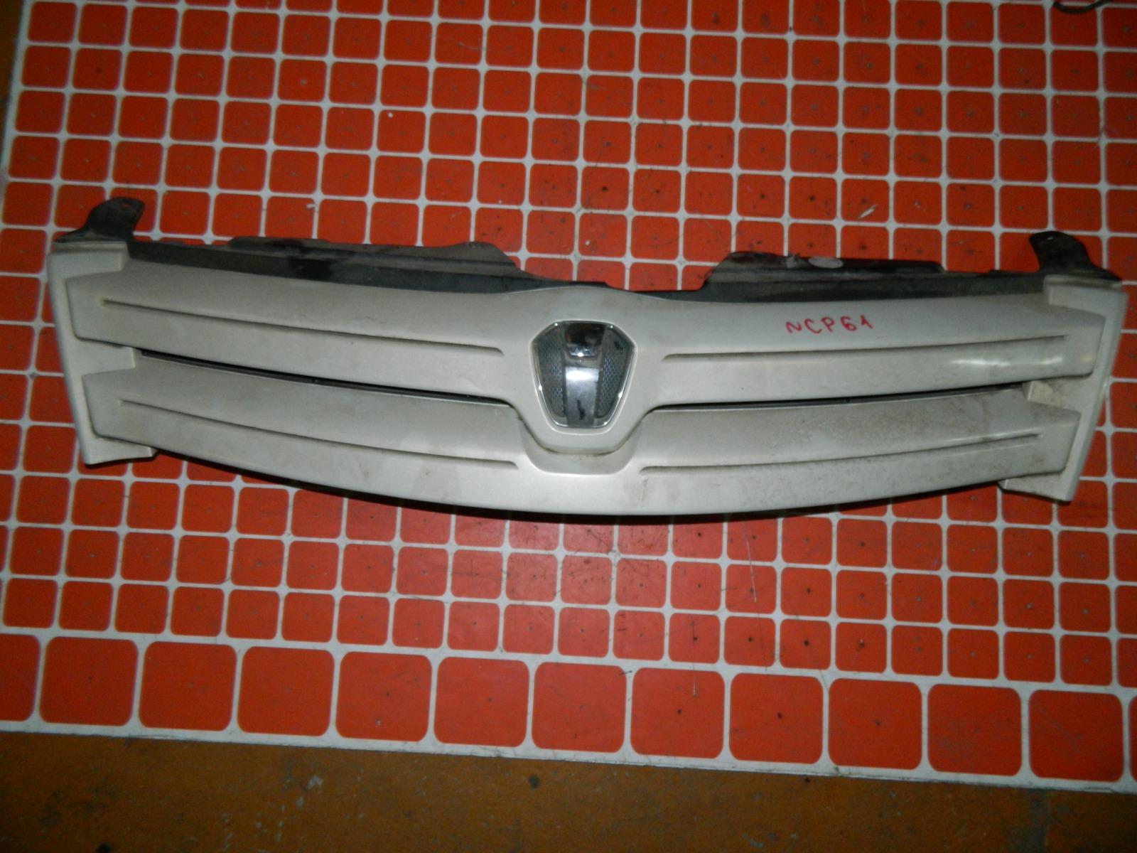 Решетка радиатора Toyota Ist NCP61 (б/у)