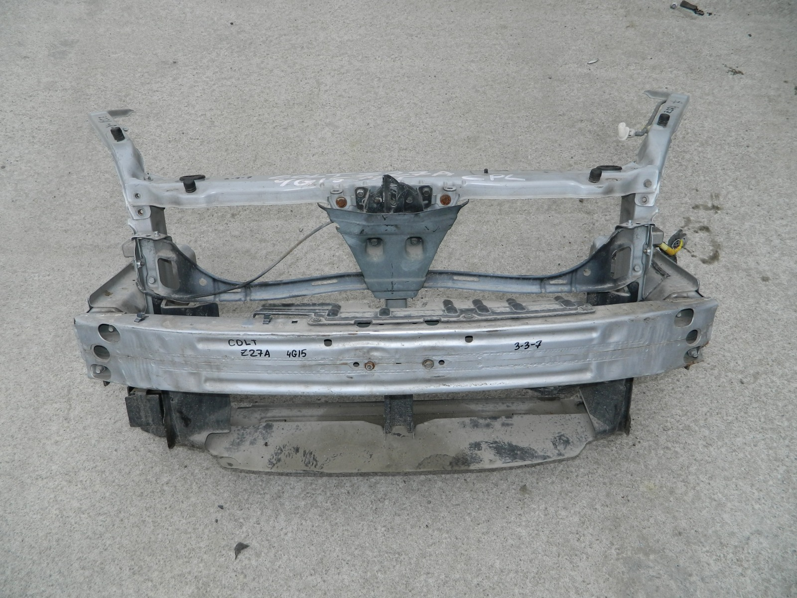 Рамка радиатора Mitsubishi Colt Z27A (б/у)