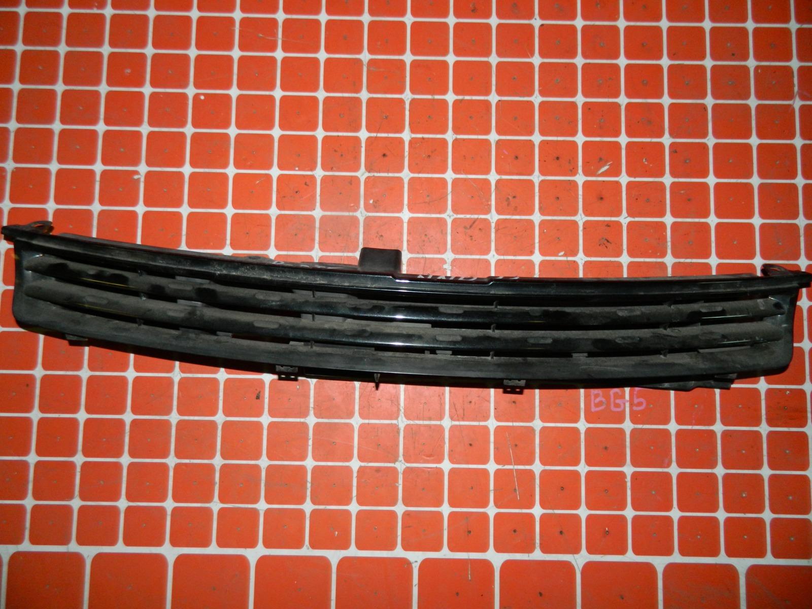 Решетка радиатора Toyota Porte NNP11 (б/у)
