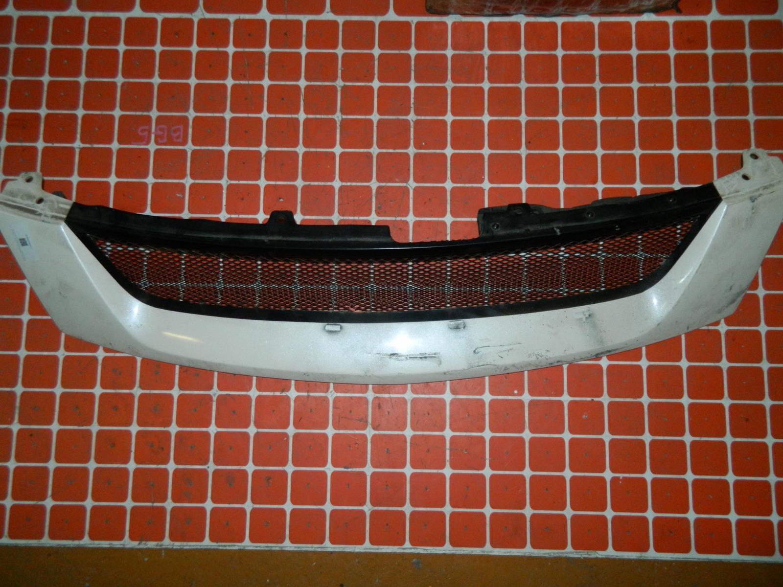 Решетка радиатора Honda Stream RN1 (б/у)