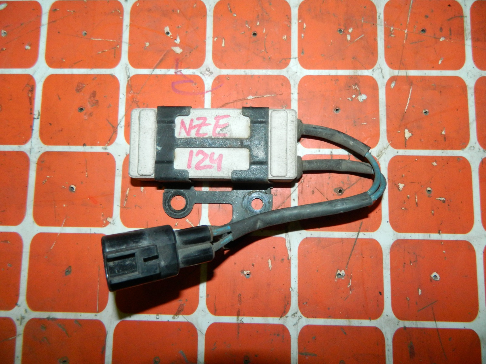Резистор вентилятора охлаждения Toyota Corolla Fielder NZE124 (б/у)