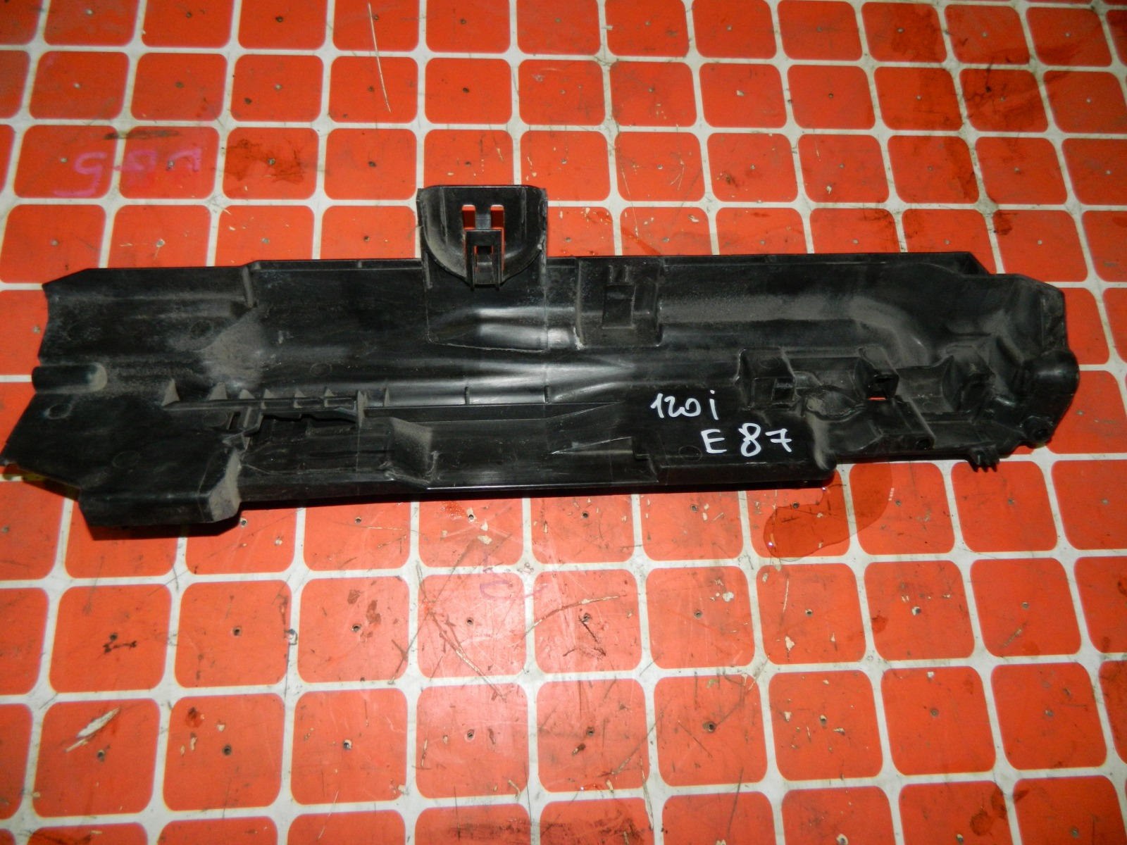 Кронштейн радиатора Bmw 120I E87 правый (б/у)