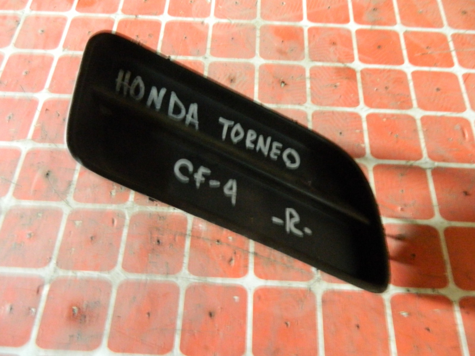 Заглушка противотуманной фары Honda Torneo CF4 правая (б/у)