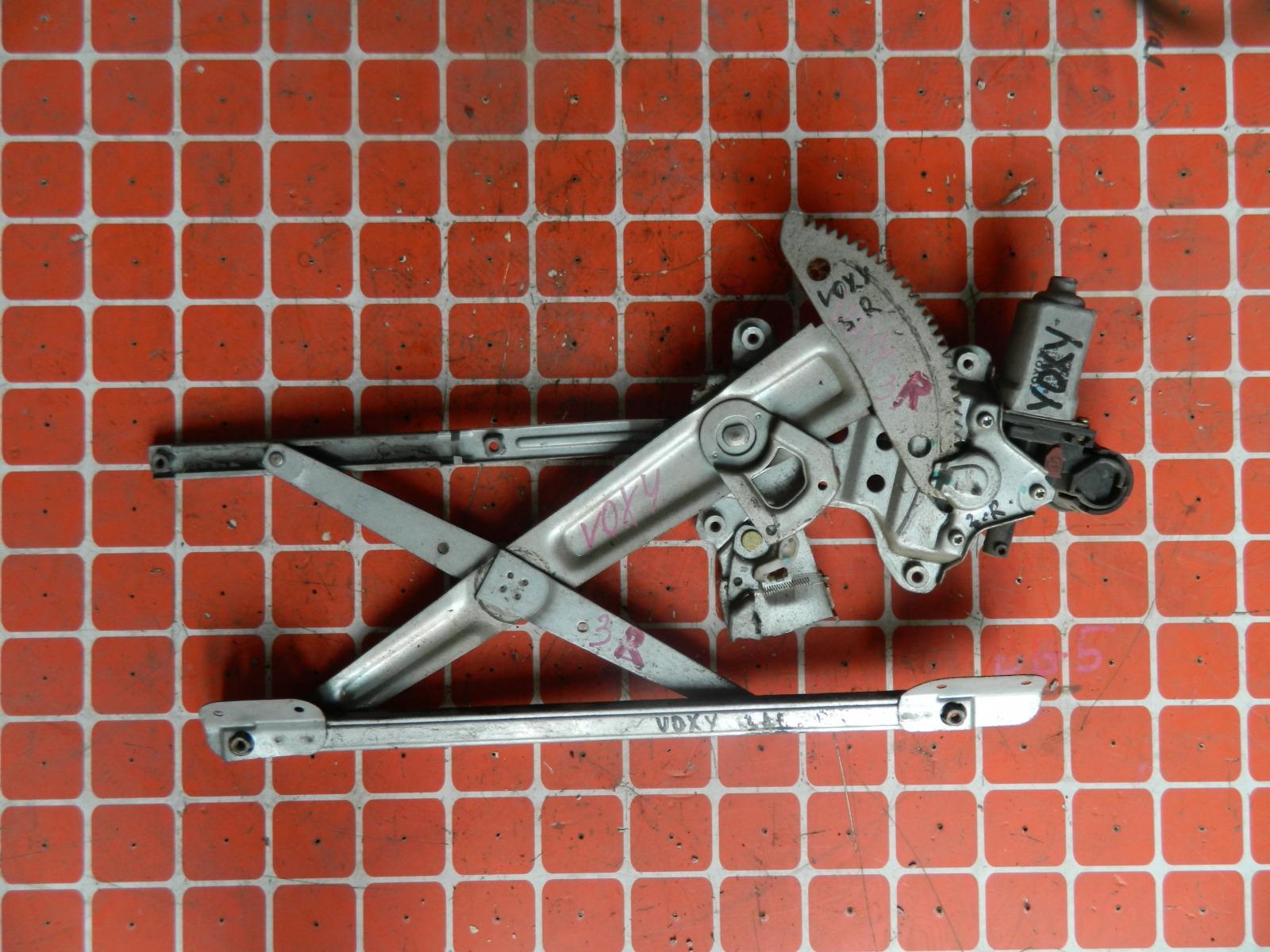 Стеклоподъемник Toyota Voxy AZR60 задний правый (б/у)