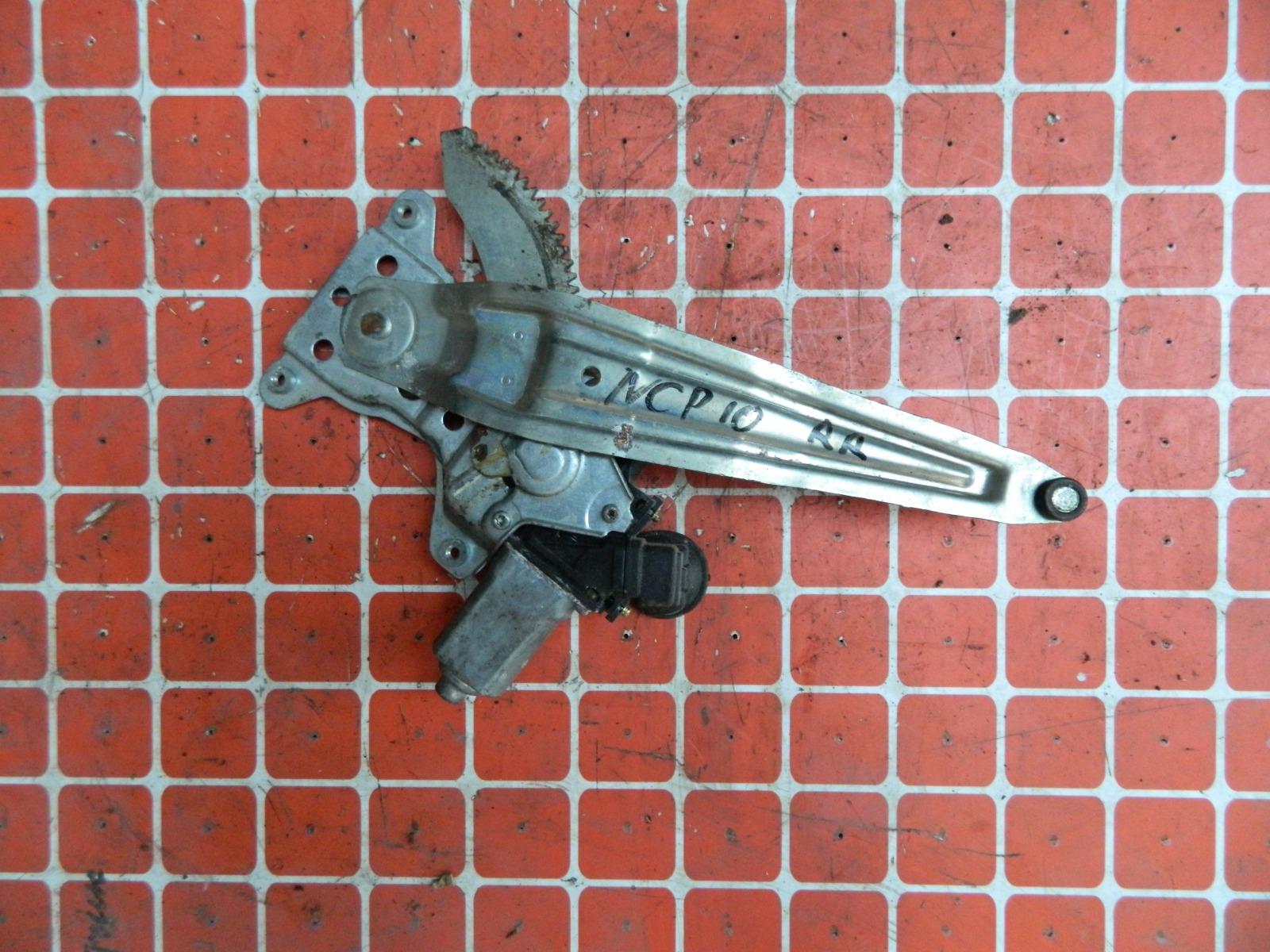 Механизм стекло-подъёмника. Toyota Vitz NCP10 задний правый (б/у)