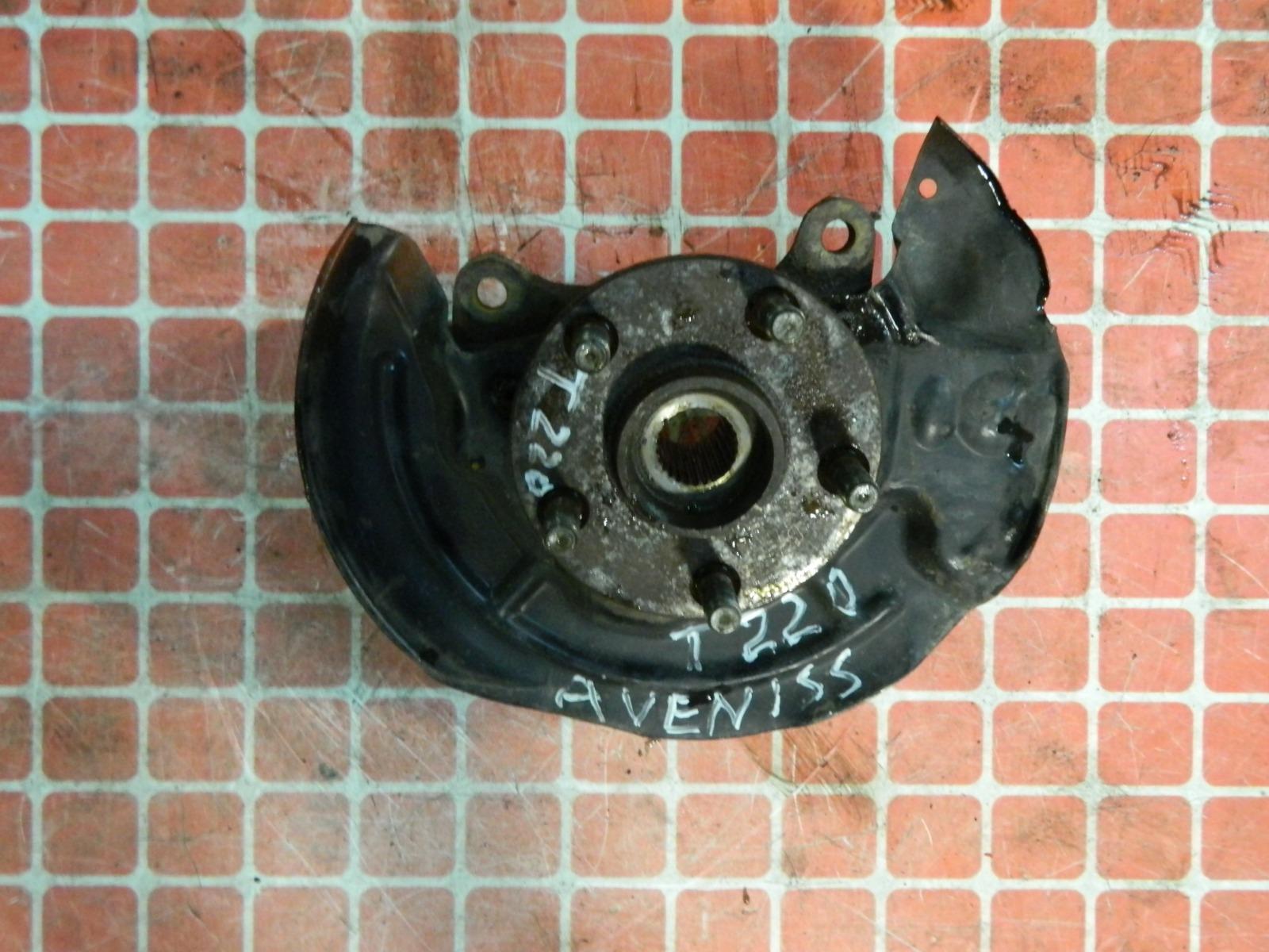 Ступица Toyota Avensis T220 передняя правая (б/у)