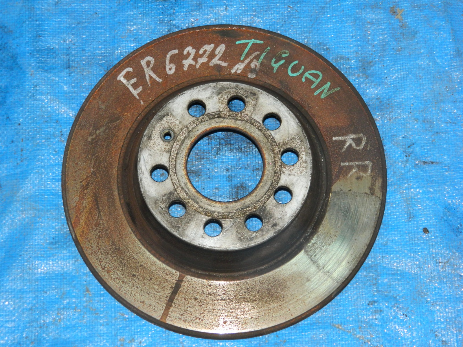 Тормозной диск Volkswagen Tiguan задний правый (б/у)