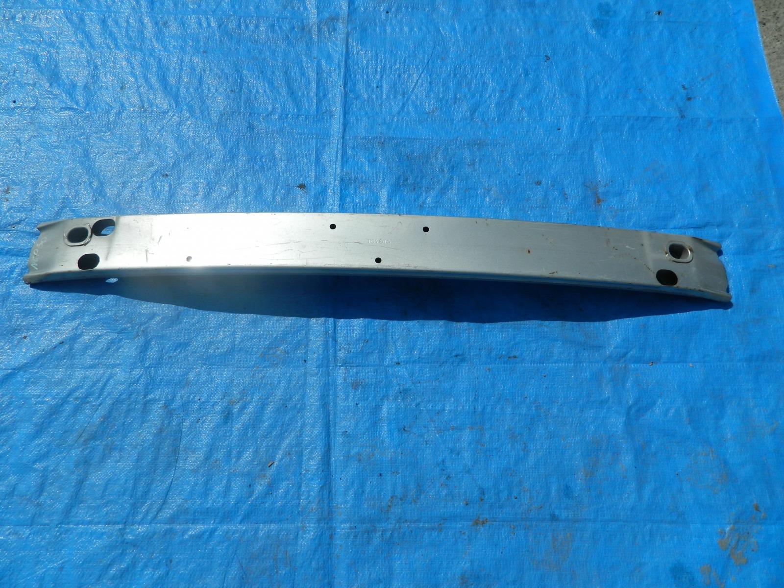 Усилитель бампера Toyota Ist NCP60 (б/у)