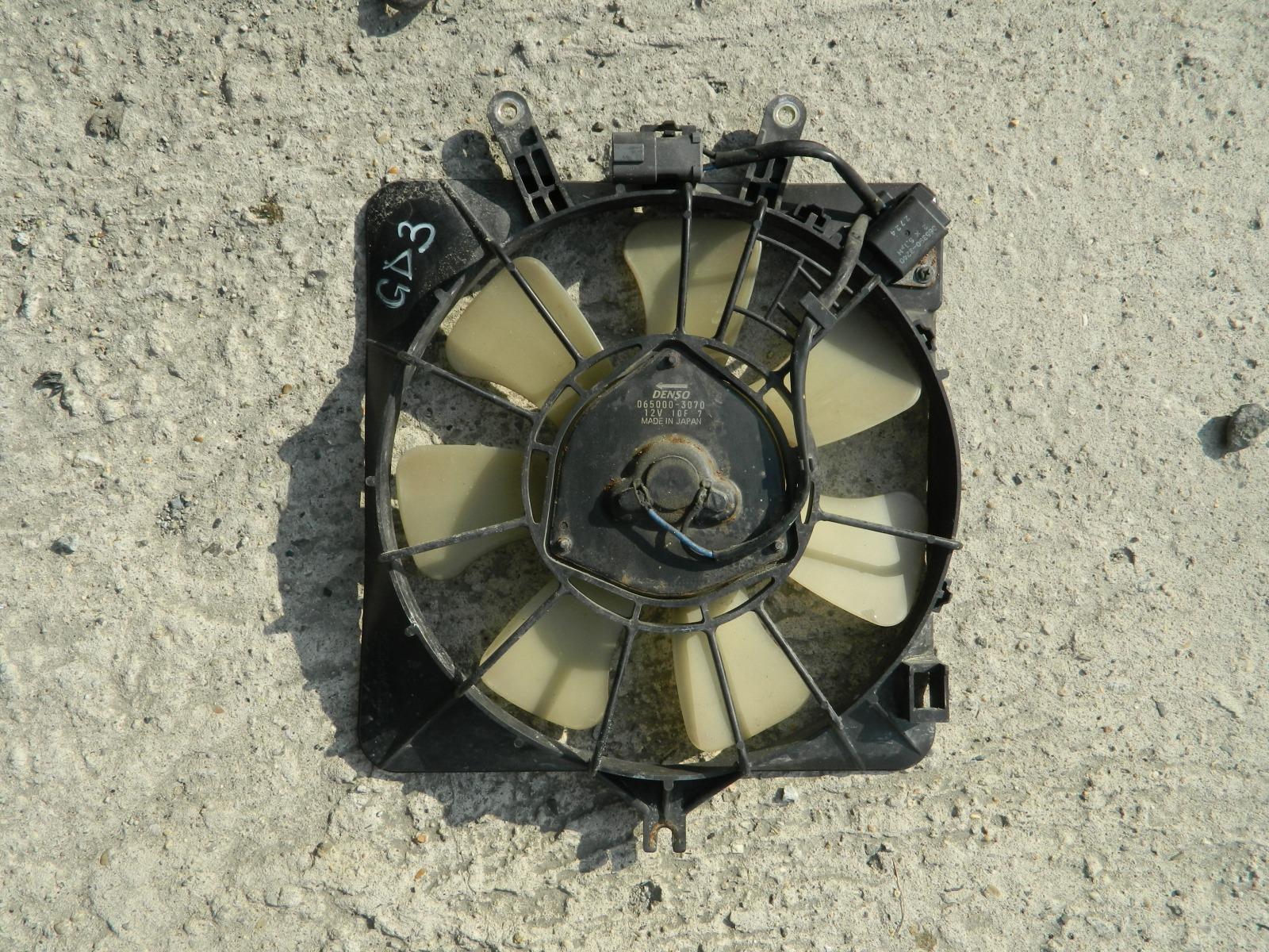 Диффузор радиатора Honda Fit GD3 (б/у)