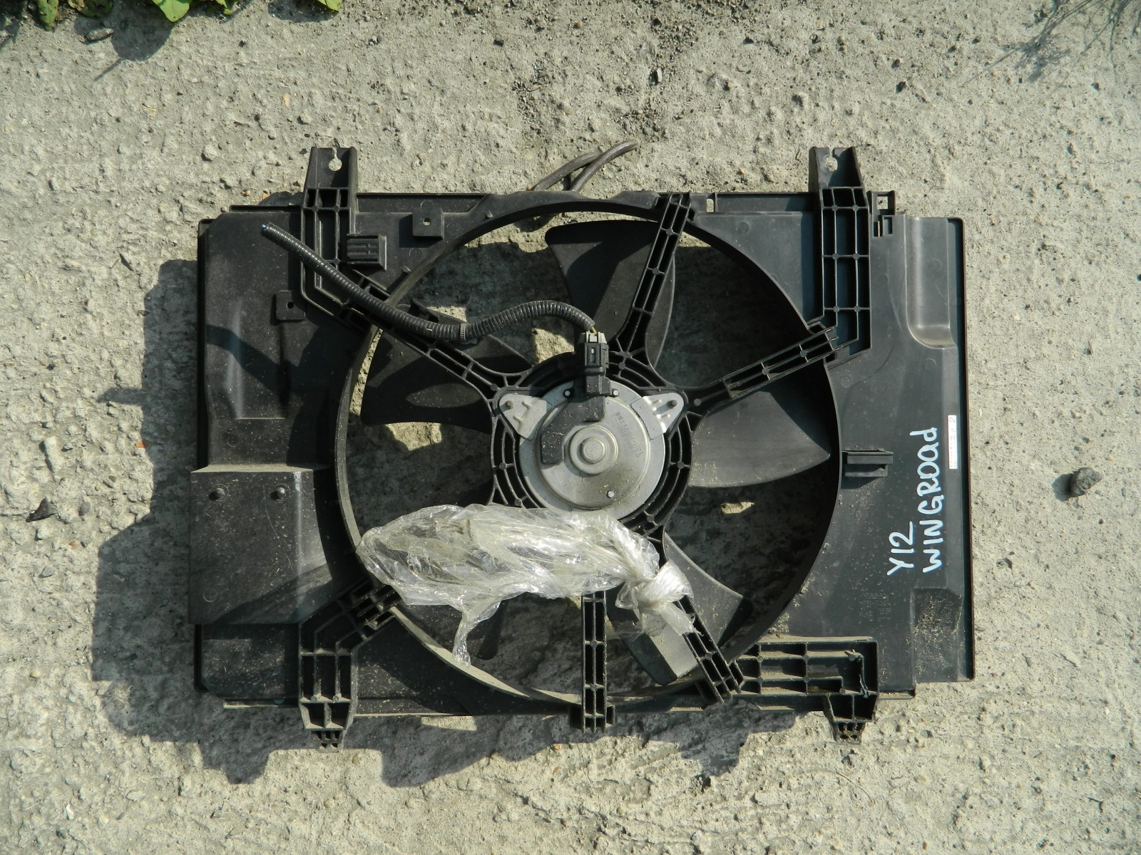Диффузор радиатора Nissan Wingroad Y12 (б/у)