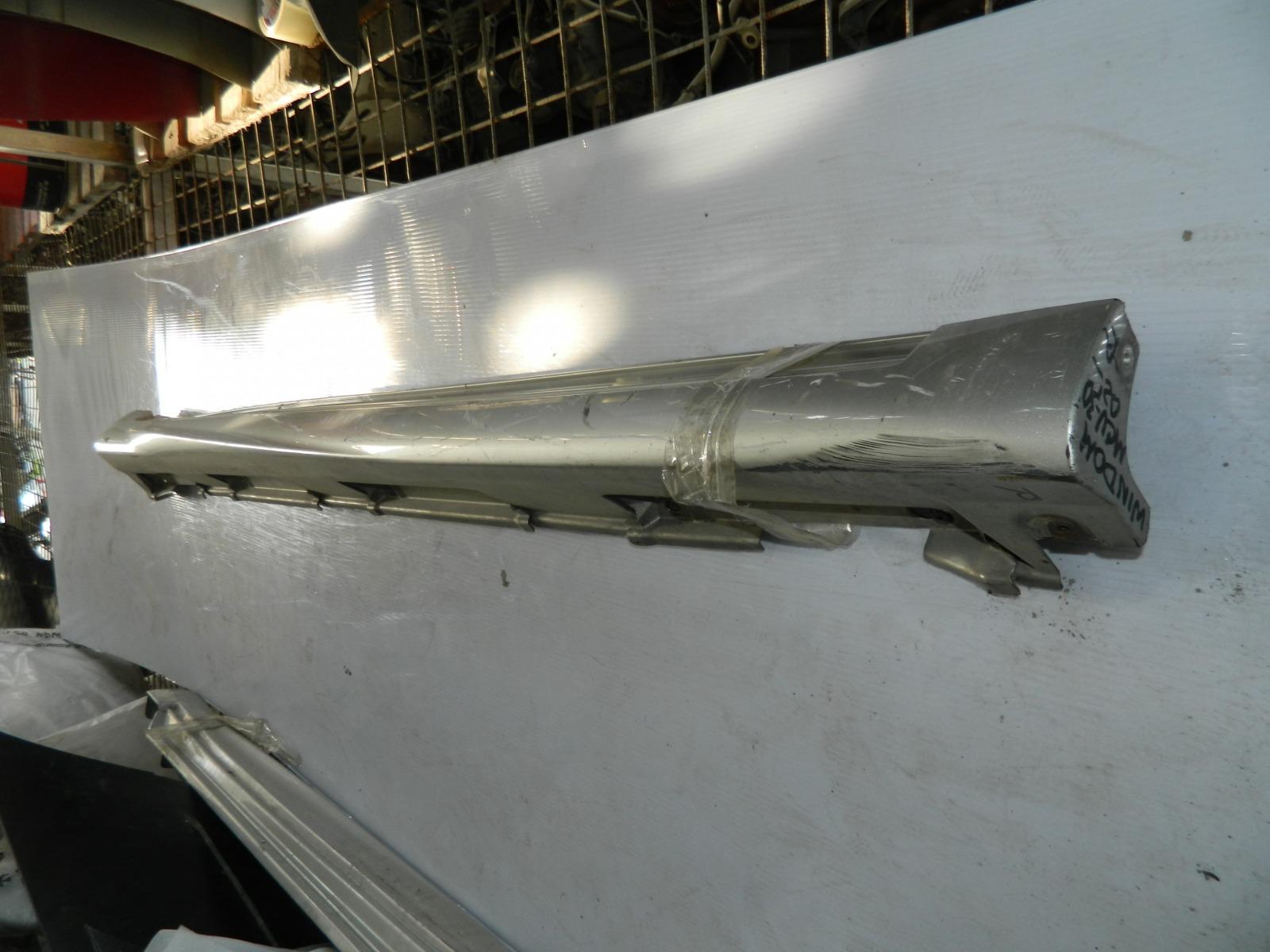 Накладка на порог Toyota Windom MCV30 правая (б/у)