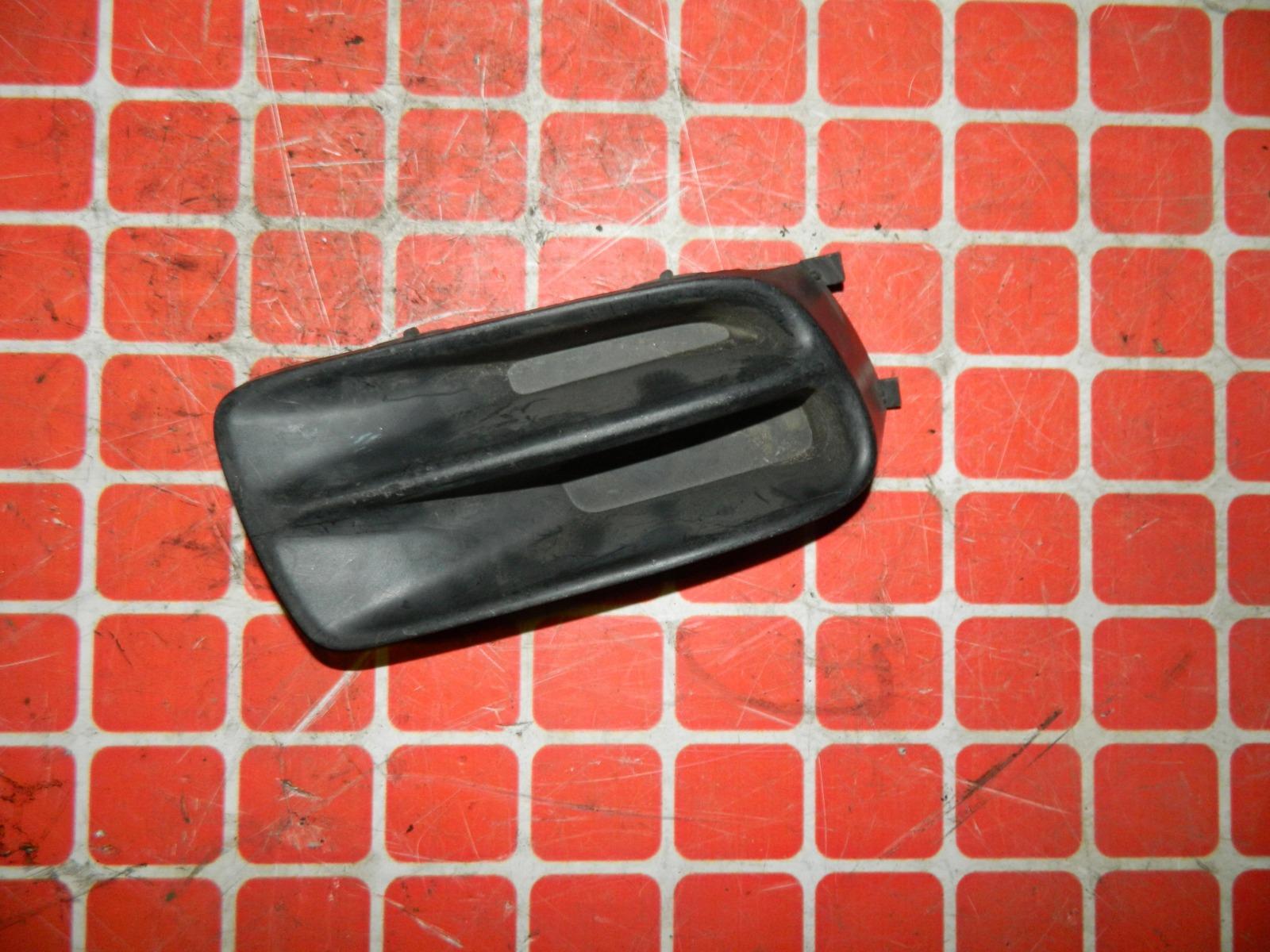 Заглушка противотуманной фары Nissan Bluebird U14 передняя правая (б/у)