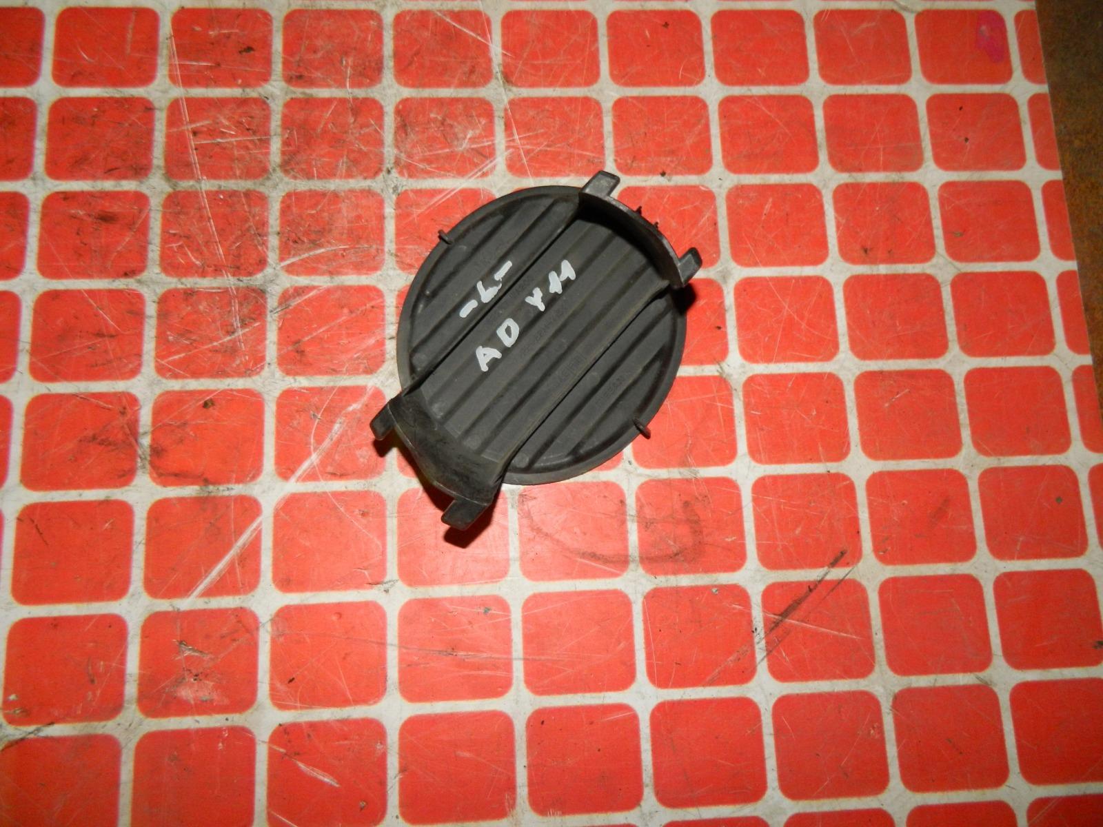 Заглушка противотуманной фары Nissan Wingroad Y11 передняя левая (б/у)