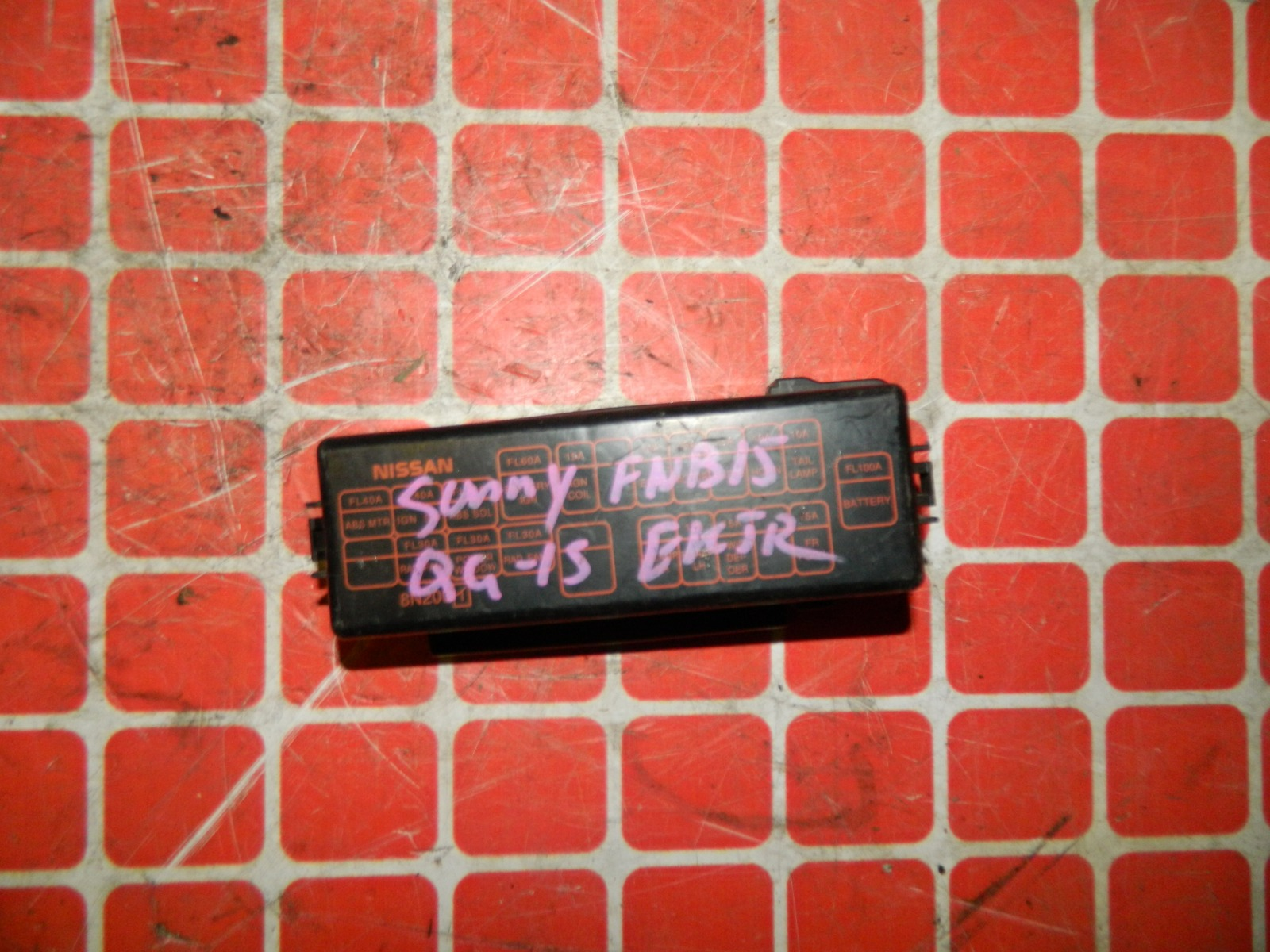 Крышка блока предохранителей Nissan Sunny B15 (б/у)