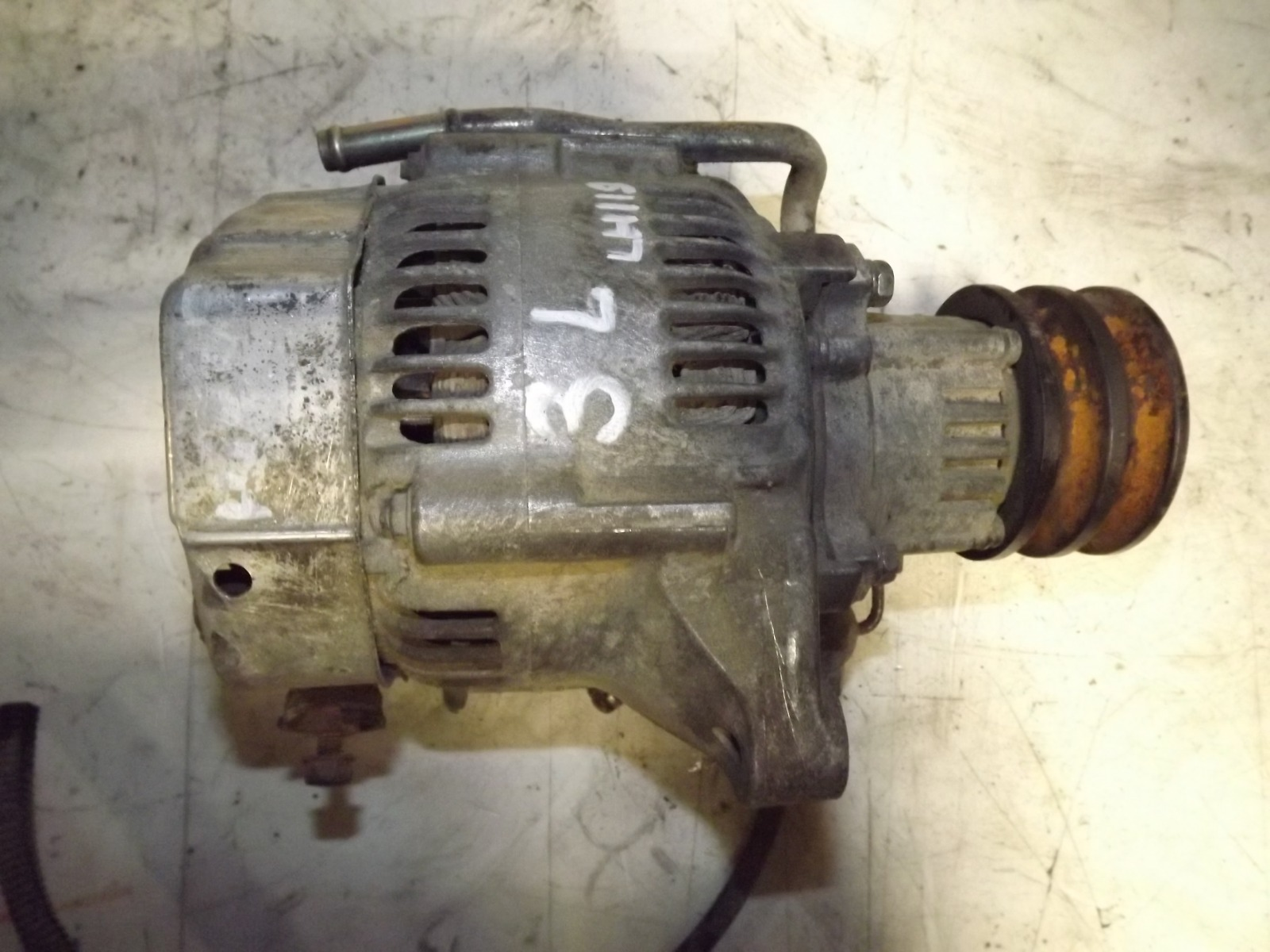 Генератор Toyota Hiace LH119 3L (б/у)
