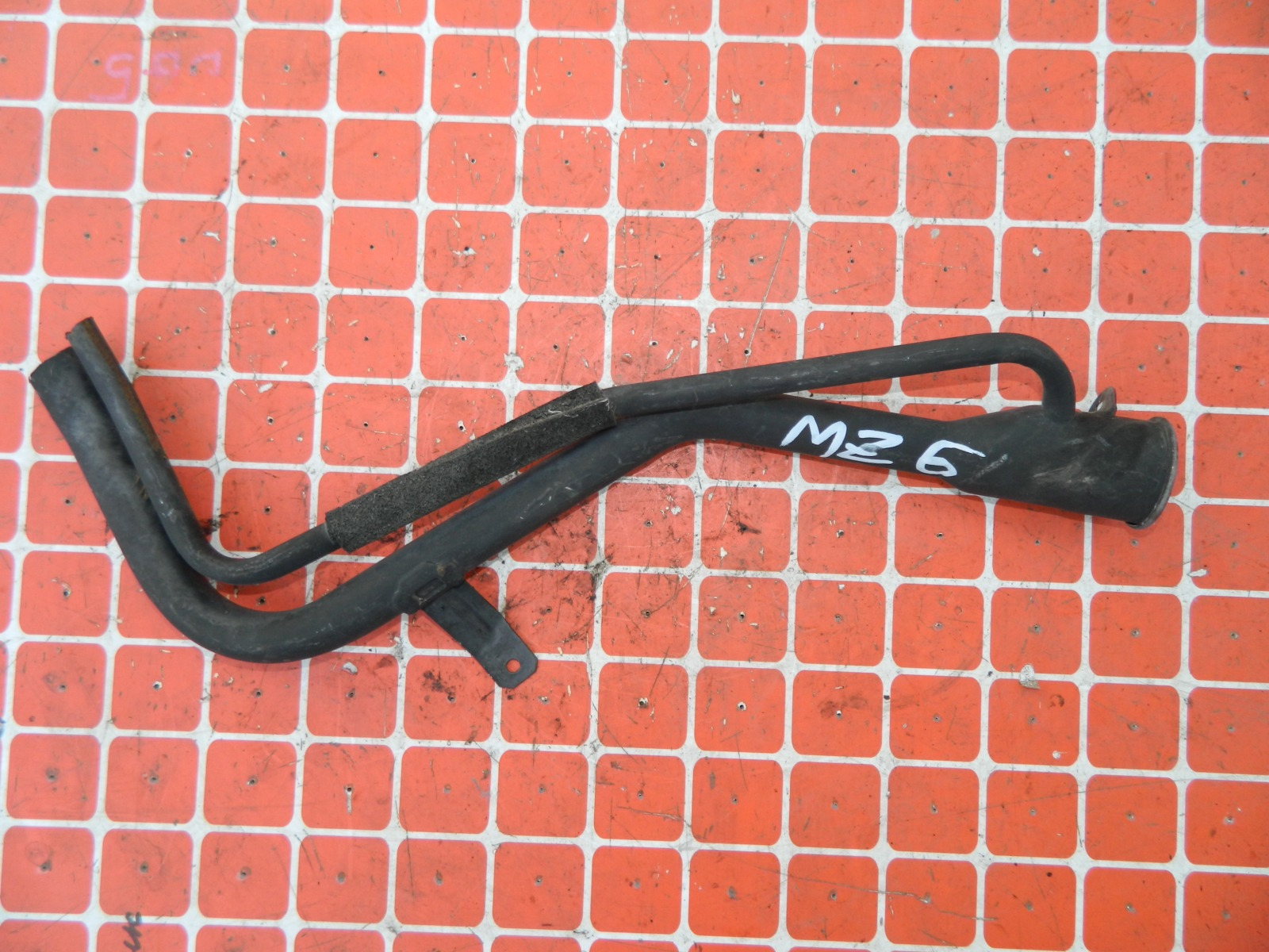Заливная горловина топливного бака Mazda 6 GG (б/у)