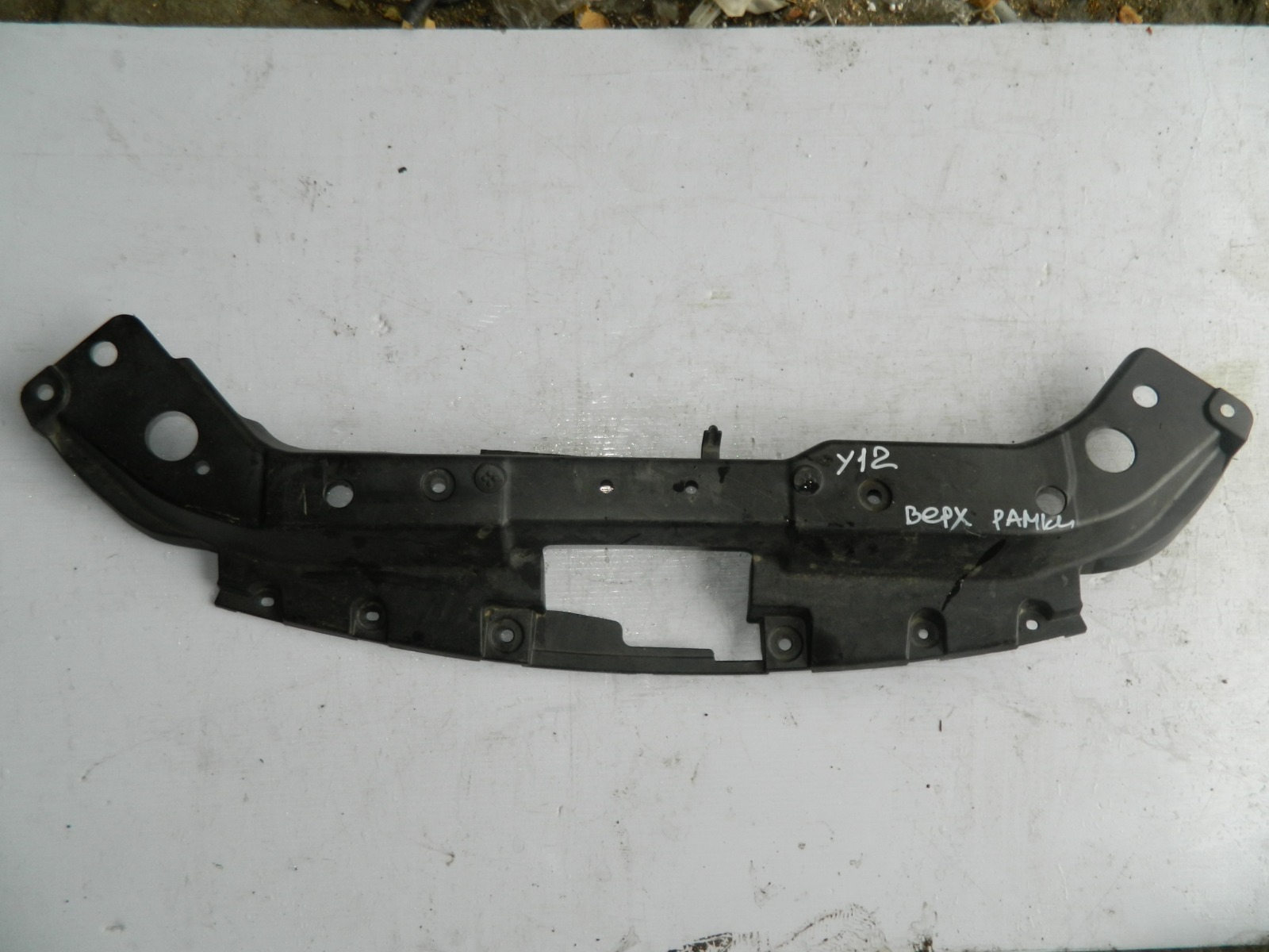 Защита радиатора Nissan Wingroad Y12 верхняя (б/у)