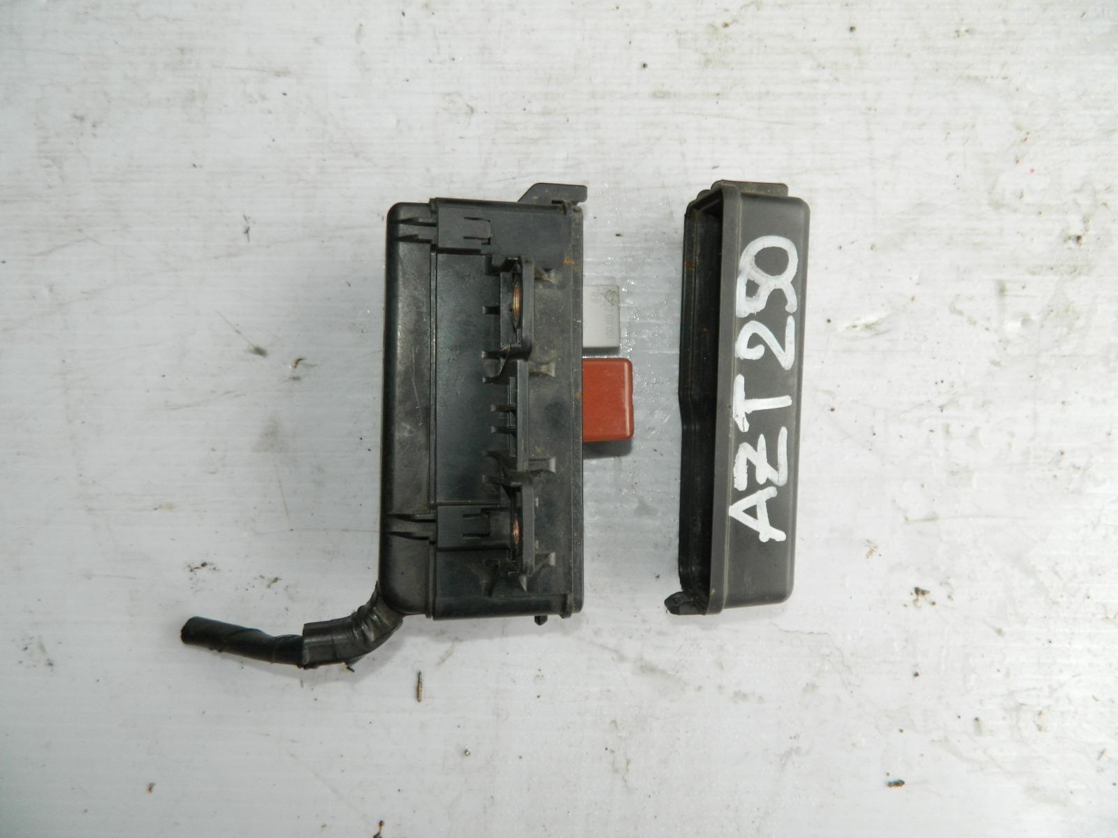 Блок предохранителей Toyota Avensis AZT250 (б/у)