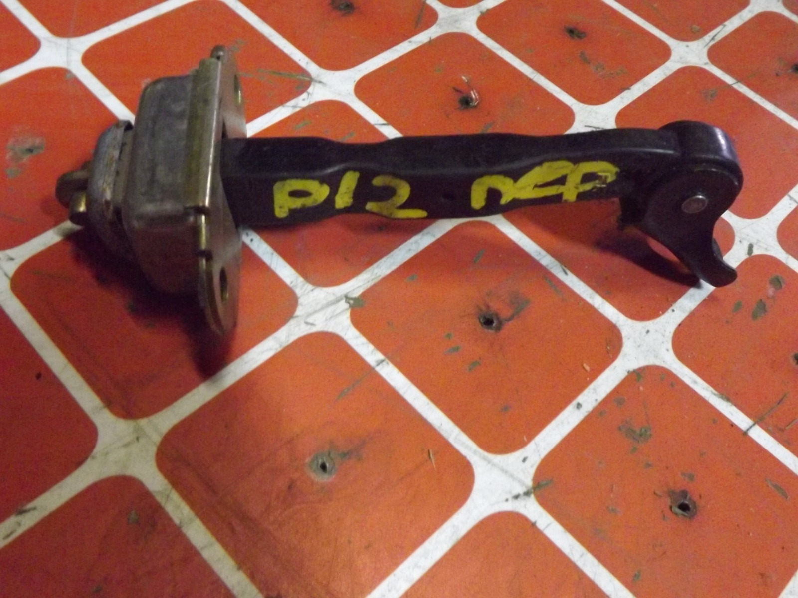 Ограничитель двери Nissan Primera P12 передний (б/у)