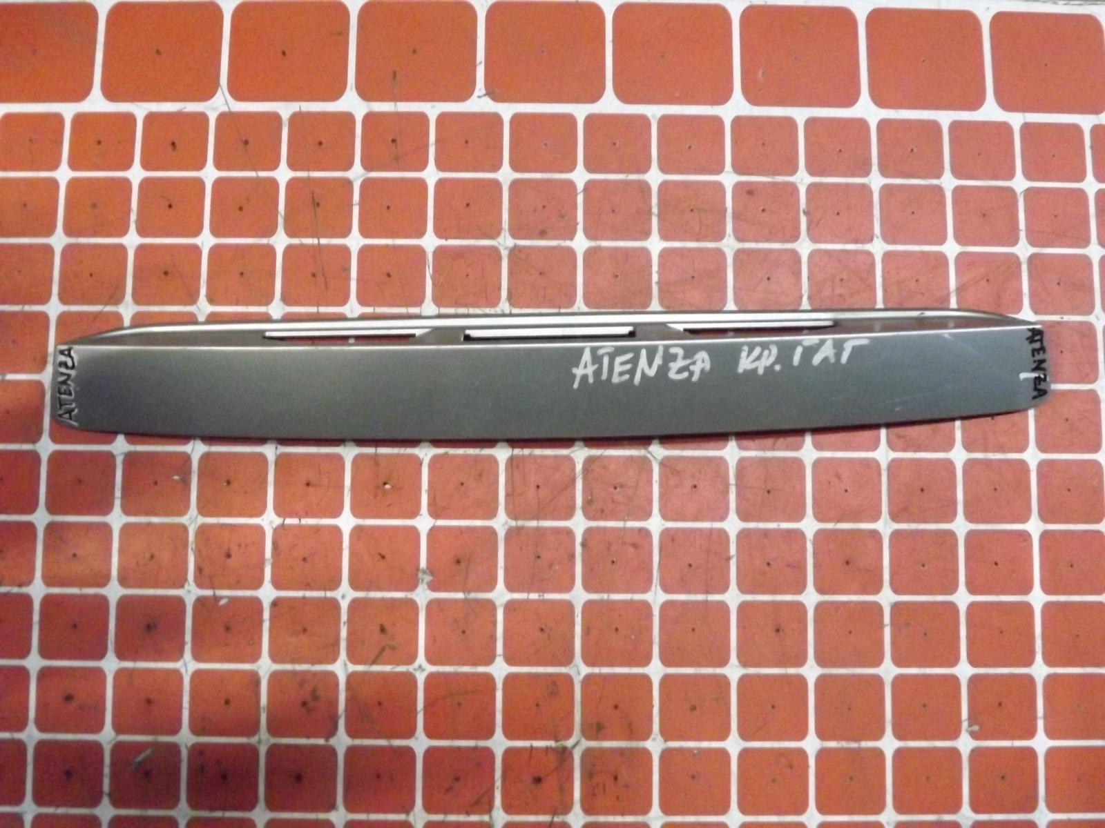 Накладка крышки багажника Mazda Atenza (б/у)