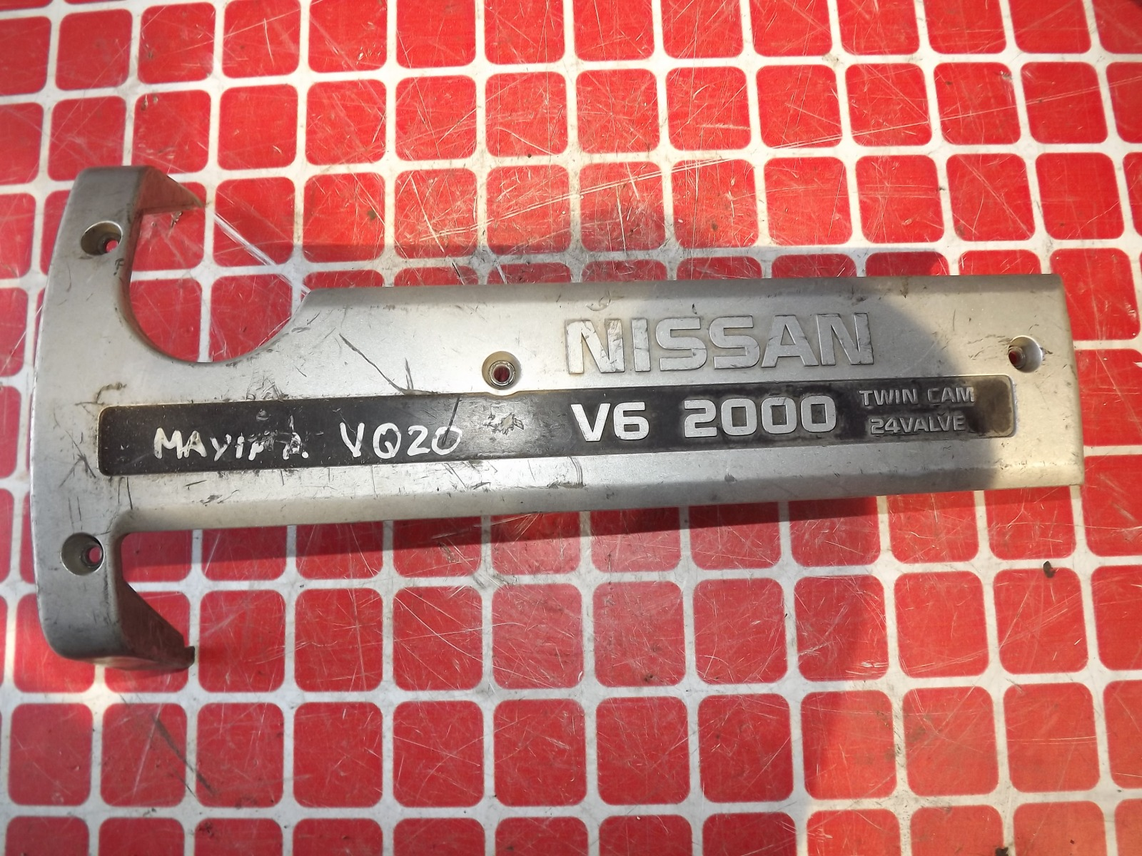 Накладка декоративная на двигатель Nissan Cefiro A32 (б/у)