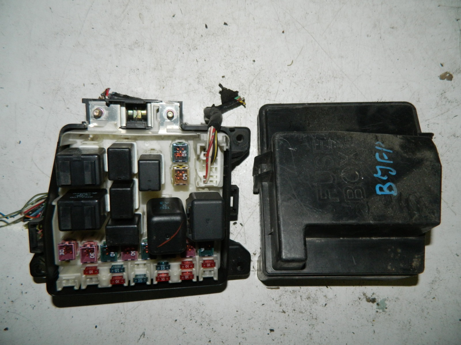 Блок предохранителей Mazda Familia BJFP FSZE (б/у)