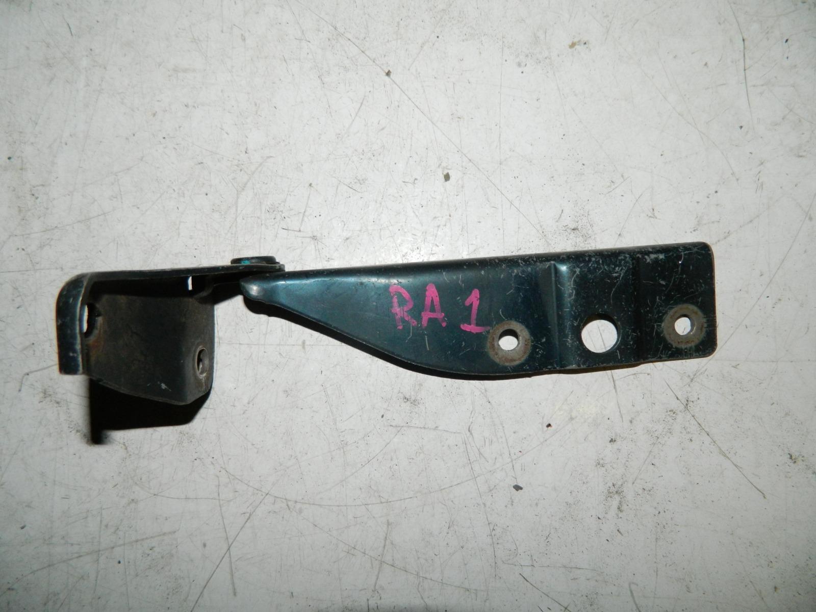 Петля капота Honda Odyssey RA1 правая (б/у)