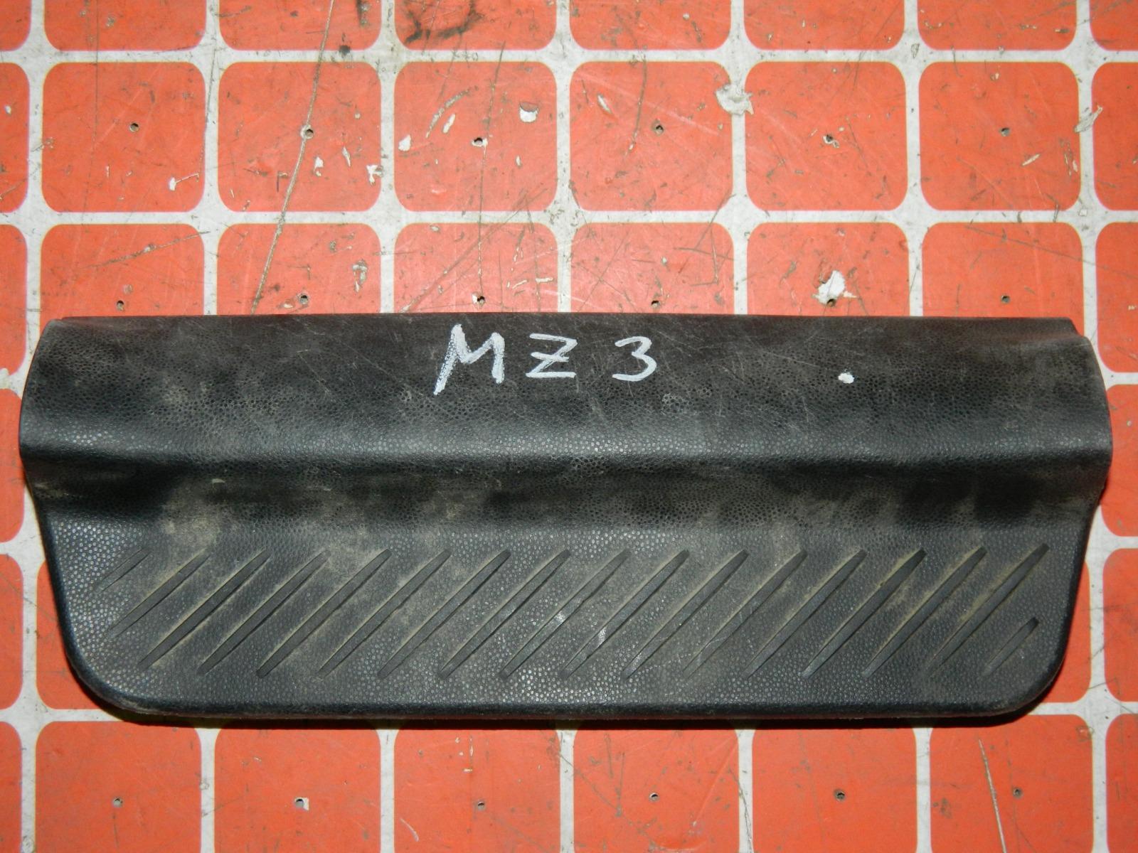 Накладка порога Mazda 3 BK задняя левая (б/у)