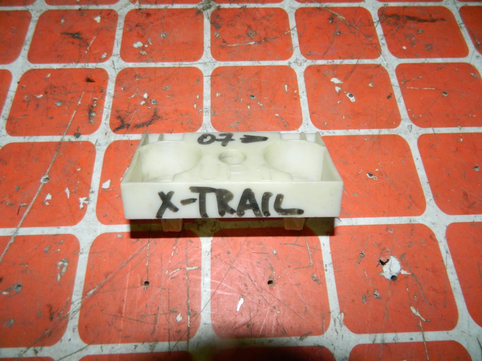 Крепление бампера Nissan X-Trail DNT31 переднее (б/у)