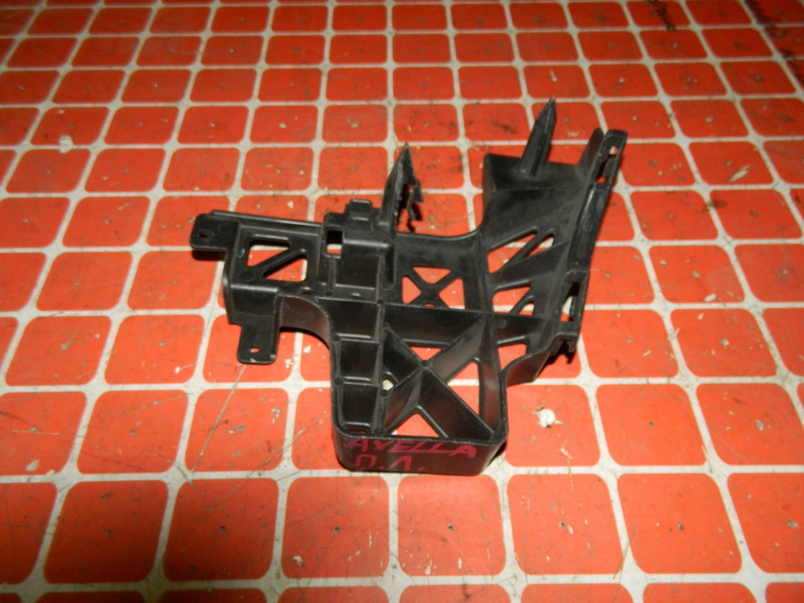 Крепление бампера Mazda Axela BK переднее левое (б/у)