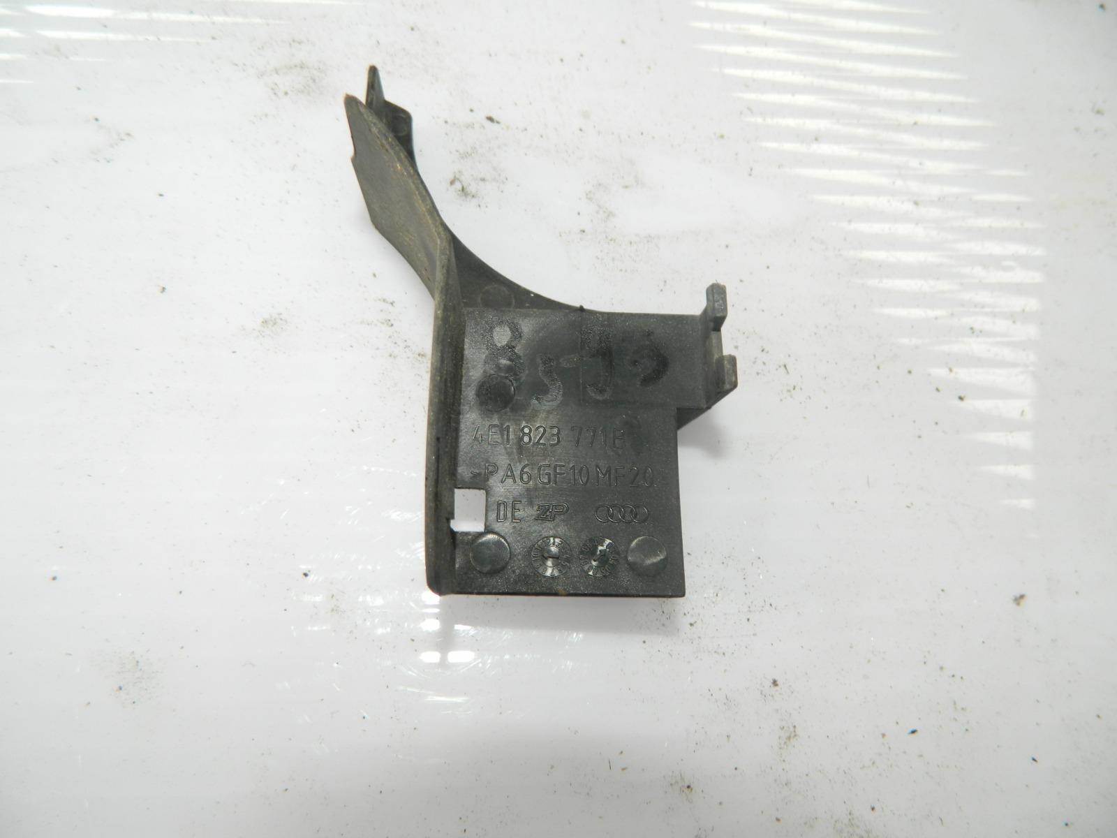 Накладка Audi A8 (б/у)