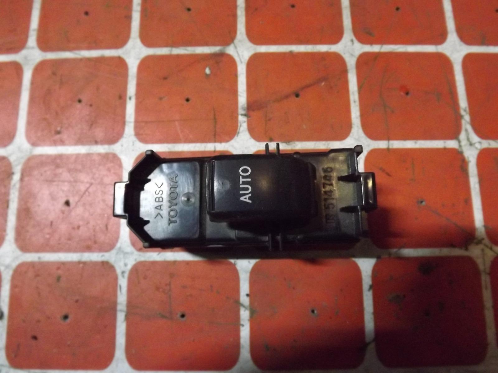 Кнопка стеклоподьемника Toyota Voxy AZR60 (б/у)