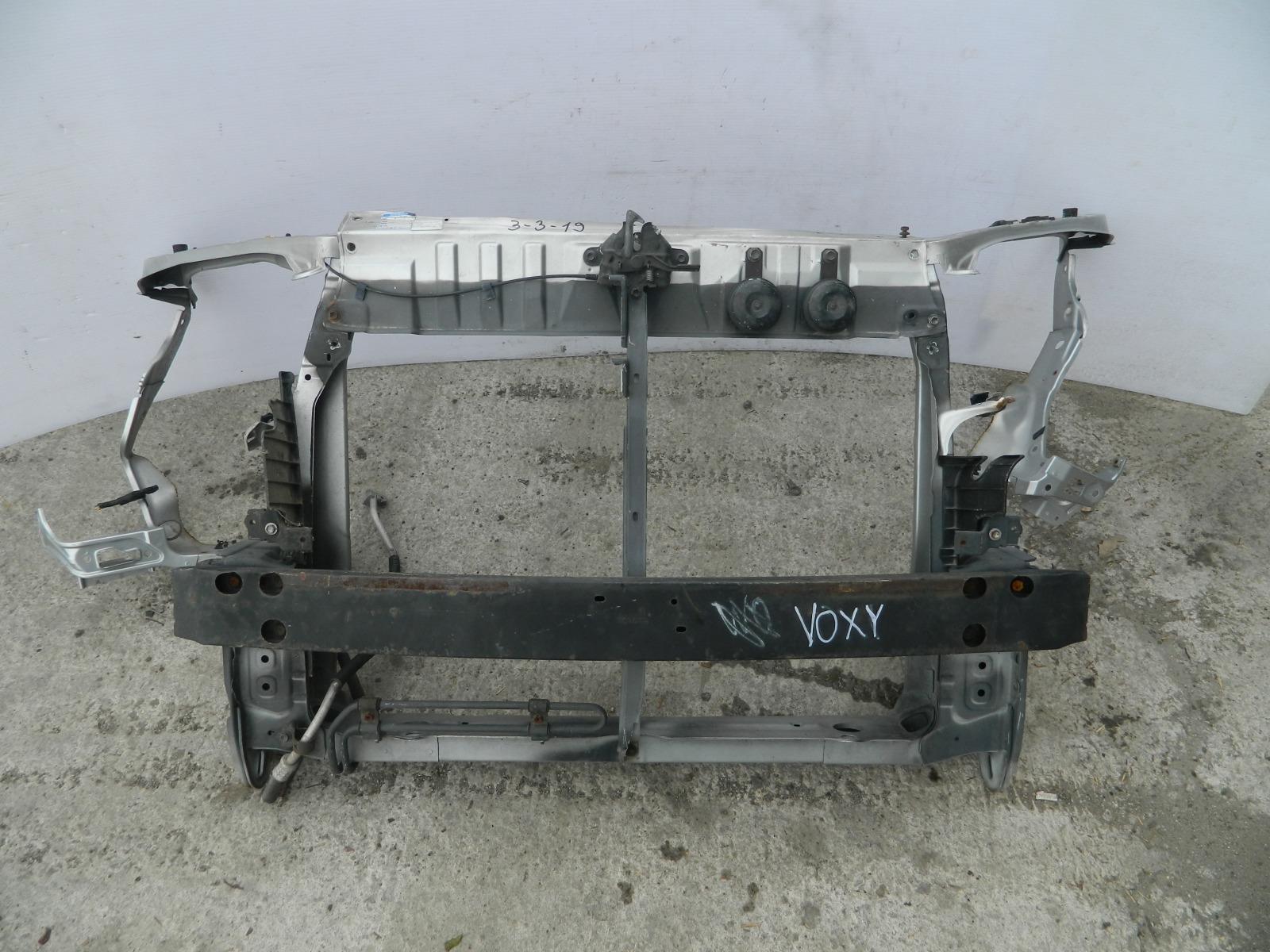 Рамка радиатора Toyota Voxy AZR60 (б/у)