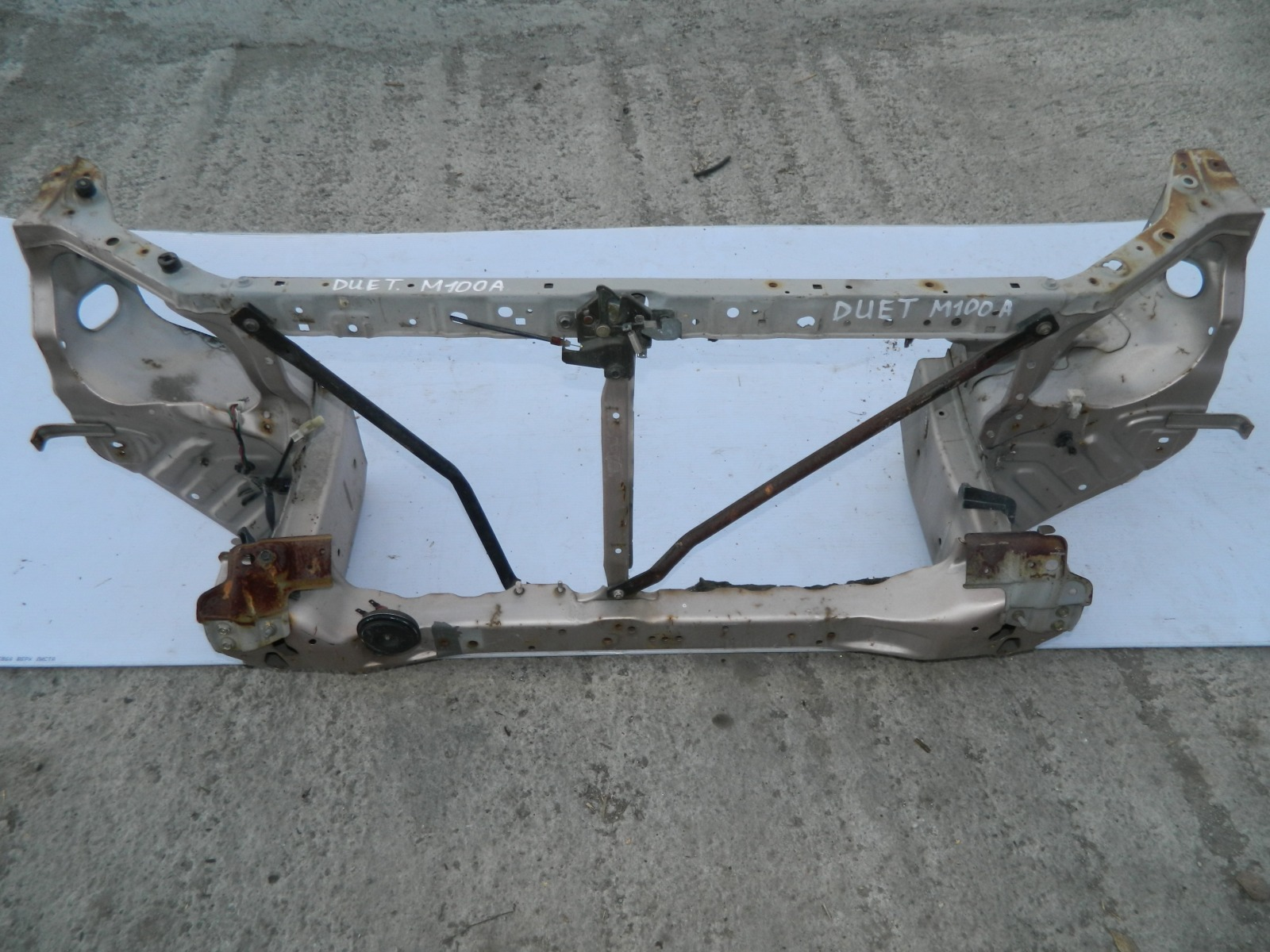 Рамка радиатора Toyota Duet M100A (б/у)