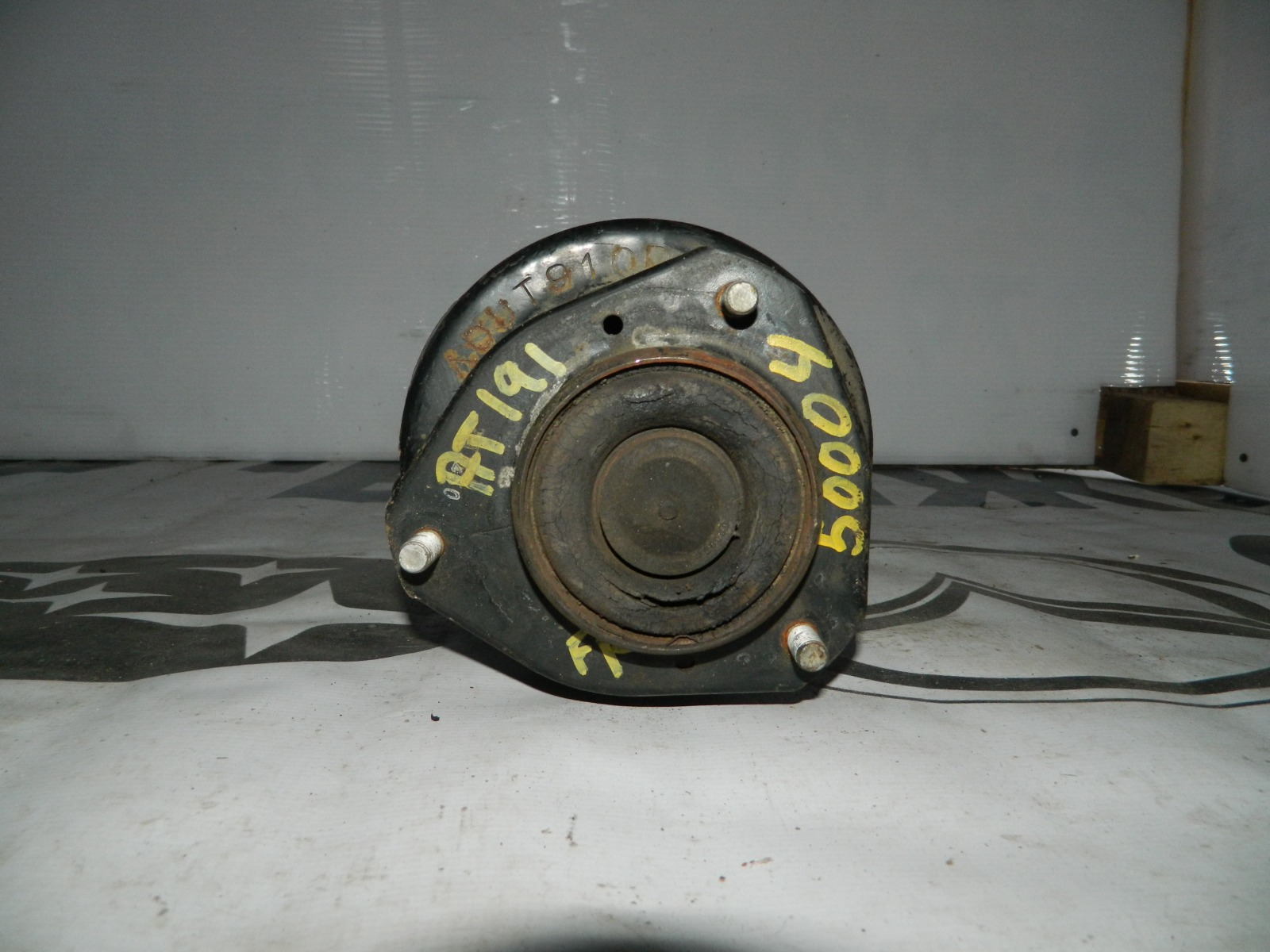 Стойка подвески Toyota Caldina AT191 передняя правая (б/у)