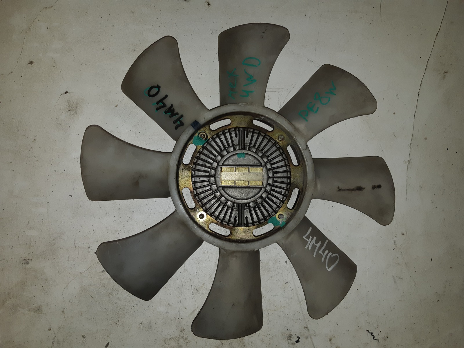 Вискомуфта с вентилятором Mitsubishi Delica PE8W 4M40 (б/у)
