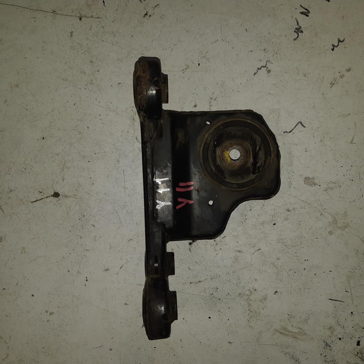 Подушка двигателя Nissan Wingroad Y11 (б/у)