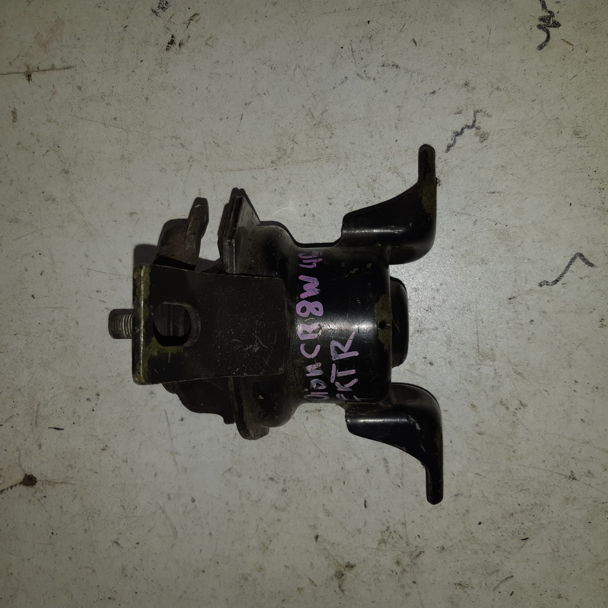 Подушка двигателя Mitsubishi Dion CR9W 4G63 (б/у)