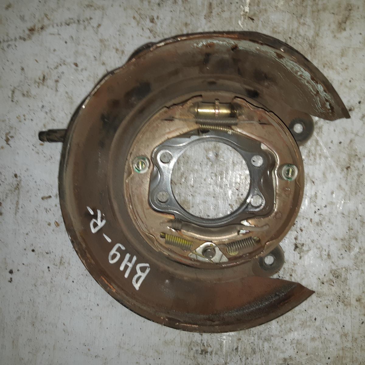 Защита ступицы Subaru Legacy BH9 передняя правая (б/у)