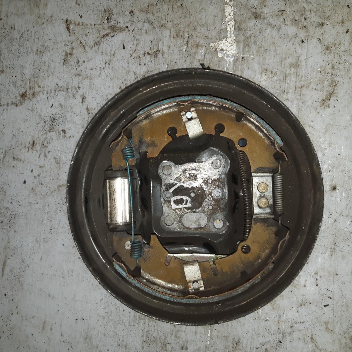 Защита ступицы Mazda Demio DY3W задняя правая (б/у)