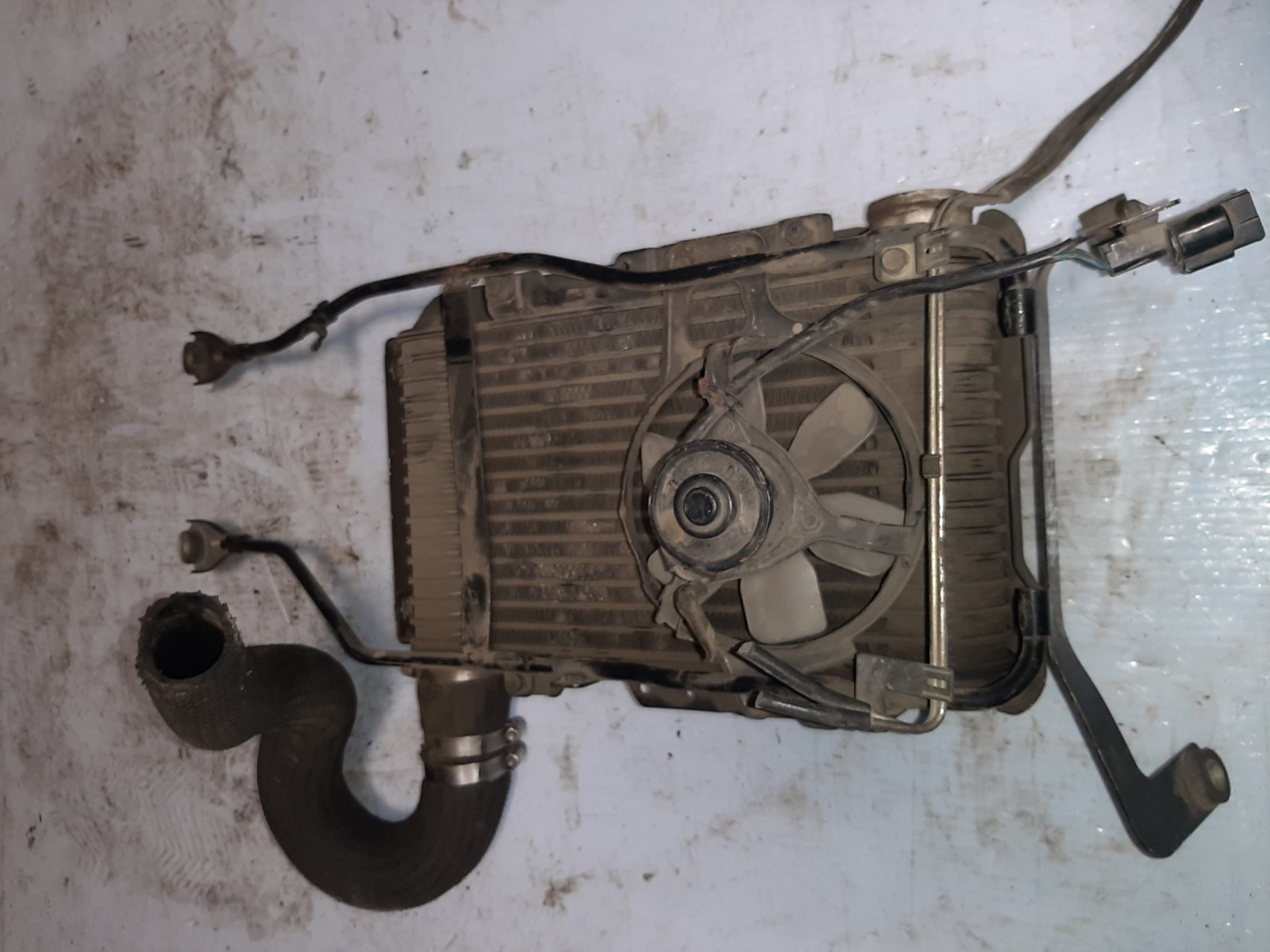Интеркулер Mitsubishi Chariot N48W 4D68 (б/у)